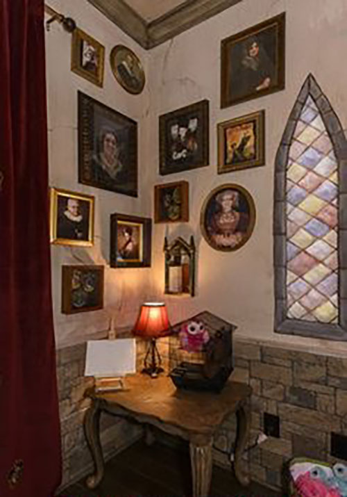 Turn your room into the Hogwarts dormitory of your dreams ...