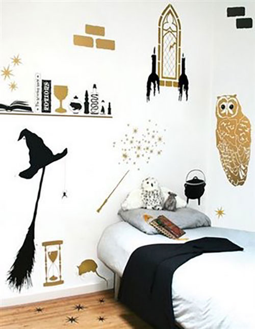 Turn Your Room Into The Hogwarts Dormitory Of Your Dreams Worship The Fandom